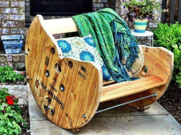 Оригинальное кресло качалка