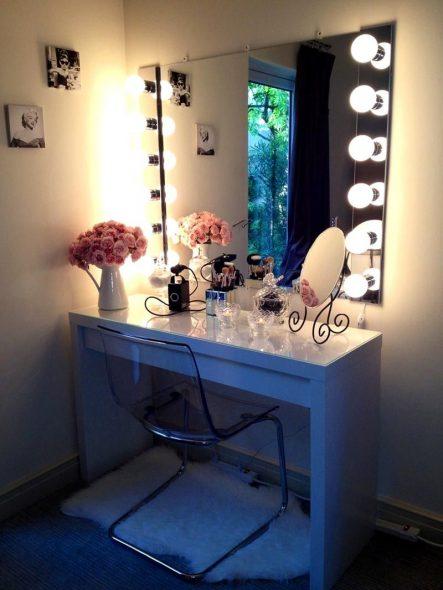 Освещенный столик для макияжа