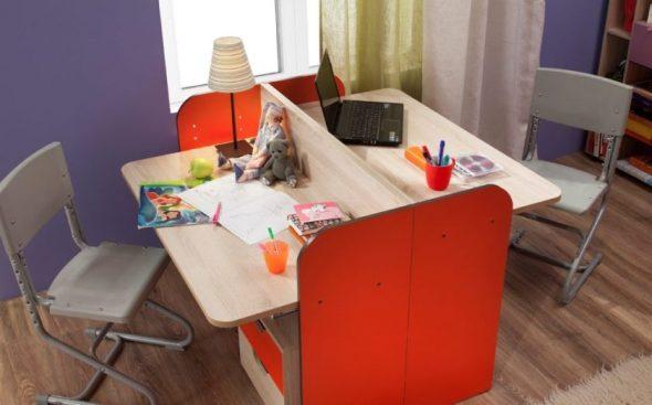 Письменные столы друг напротив друга