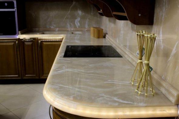 плинтус на кухонной столешнице