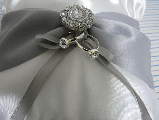 Привязываем обручальные кольца