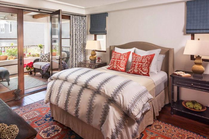 прикроватные классические коврики для спальни фото декор
