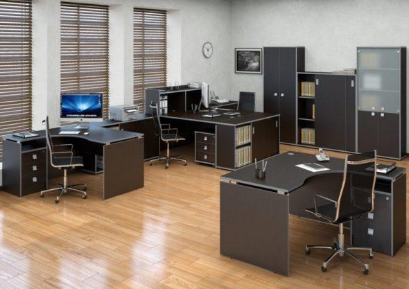 Удобное расположение офисных столов