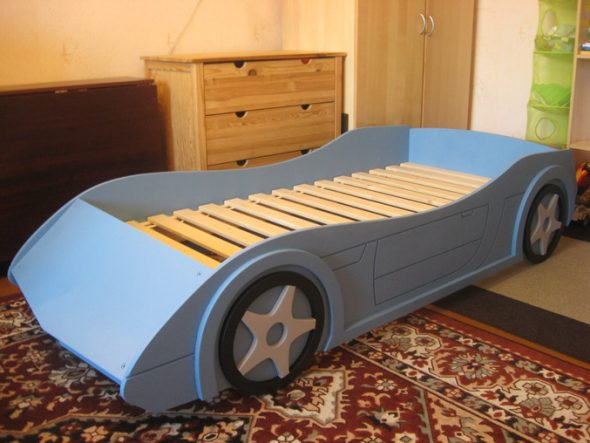 кровать машина с ламелями