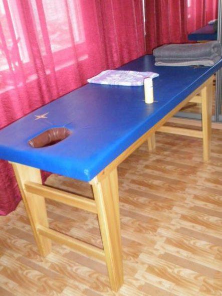Синий стационарный стол