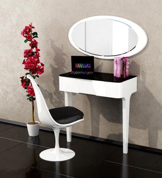 Минималистический туалетный столик
