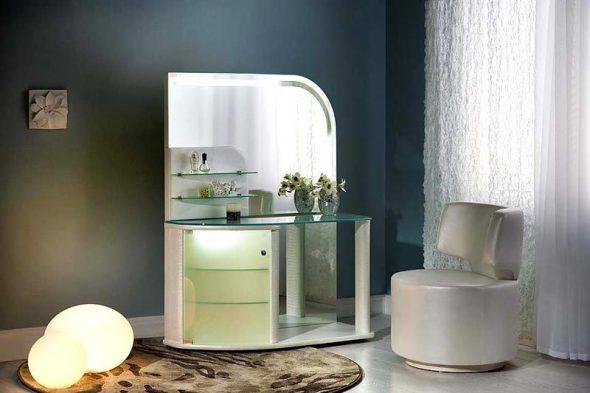 Туалетный столик на колесах