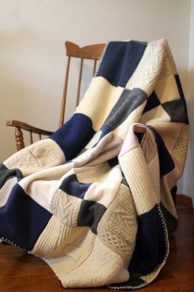 Теплый плед из свитеров