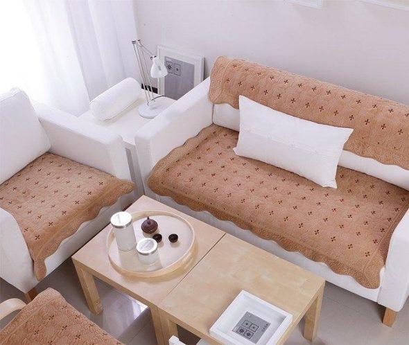Уютная гостиная с диванчиком и креслом для отдыха