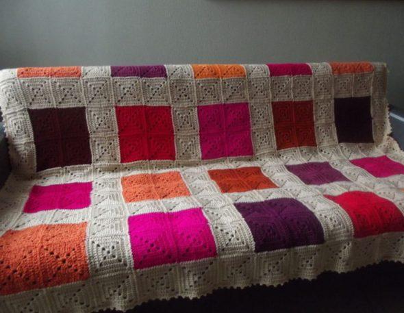 Уютный плед на диван ручной работы