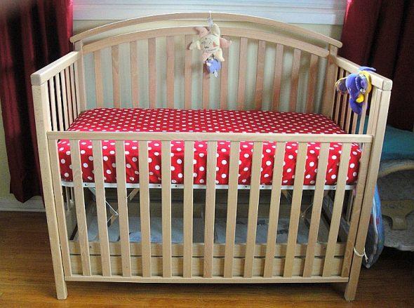 вариант детской деревянной кроватки