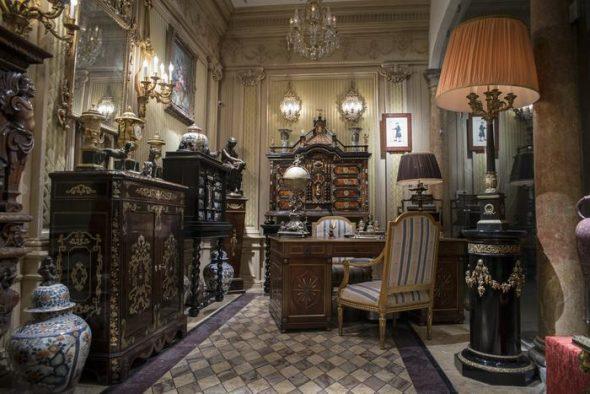 Антикварная мебель с секретными ящиками