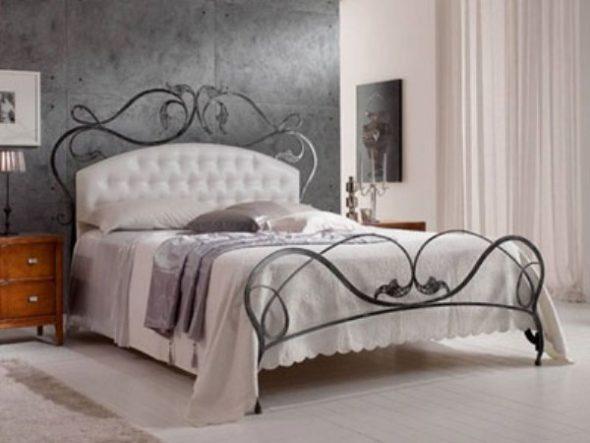 выбрать кровать с кованой спинкой