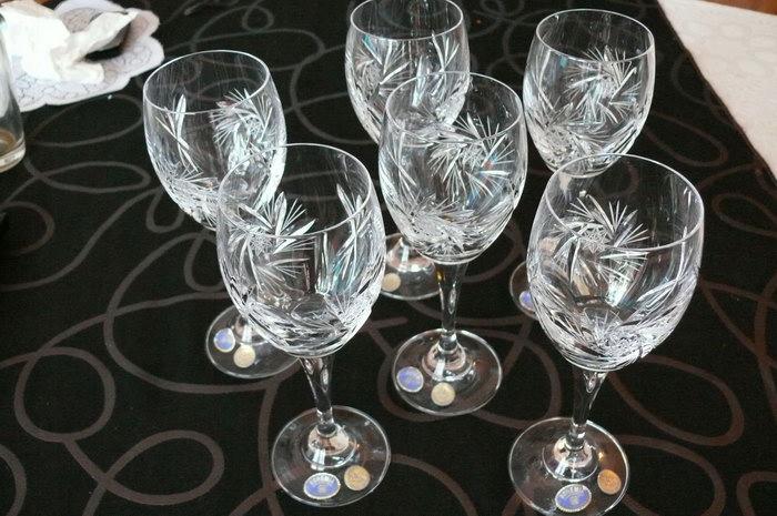 хрустальные бокалы для вина фото
