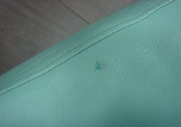 зеленка на диване