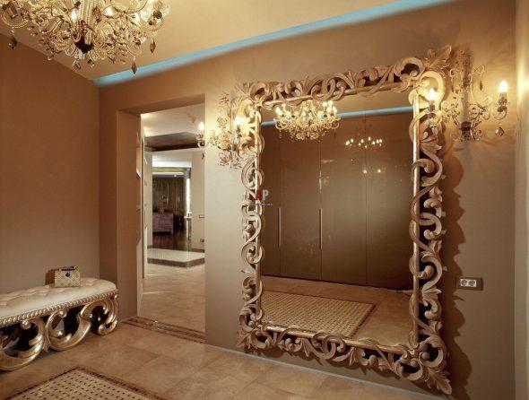 зеркало в большой раме