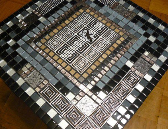 Журнальный стол с мозаикой